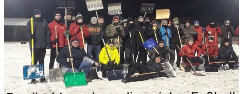 Schneeräumung am Sportplatz